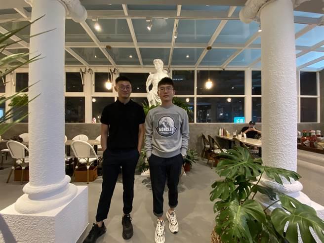 HUN餐飲企業兩位靈魂人物:執行長陳詠翔(右)與技術長黃建智(左)都是七年級,一人負責管理與行銷,一人負責餐點設計與內場管理。(馮惠宜攝)