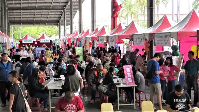 勞動部勞發署雲嘉南分署24日將在台南新營舉辦大型徵才活動,提供600個職缺,圖為往年辦理情形。(勞動力發展署雲嘉南分署提供/莊曜聰台南傳真)
