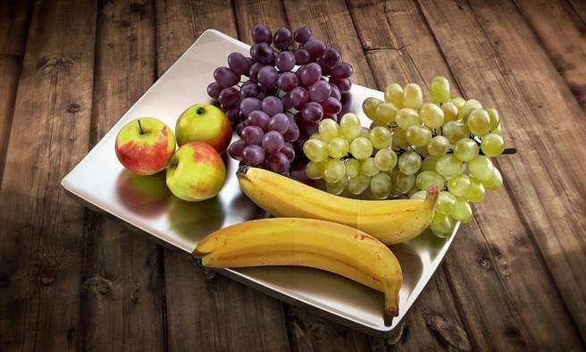 哪些營養素可以提升免疫功能?美國過敏與傳染病研究所(NIAID)所長、白宮防疫顧問佛奇(Anthony Fauci)公開說,他會吃維生素D和C,至於其它的營養補品,就大可不必。(圖/pixabay)
