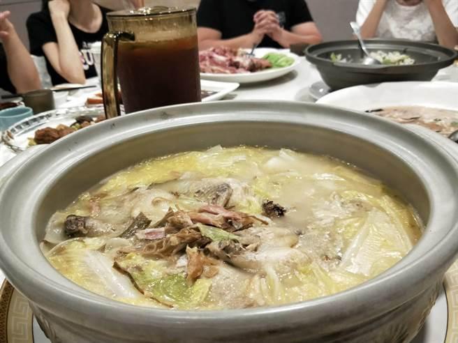 老上海悶鴨等需至少慢火煨煮3至5小時。(陳淑娥攝)