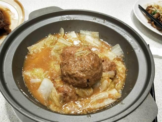 獅子頭是家喻戶曉的家常菜。(陳淑娥攝)