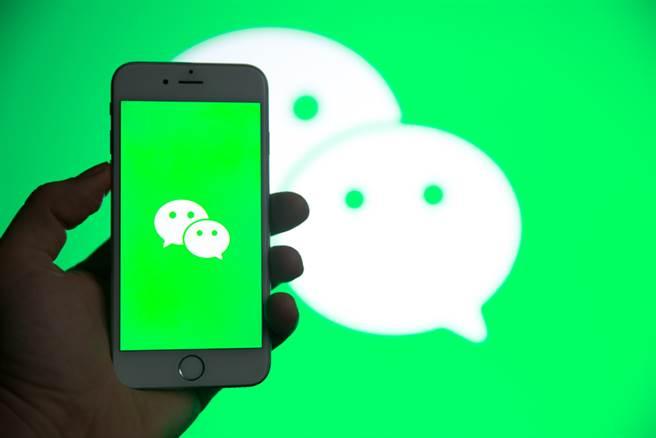 川普曾以国安为由禁止下载抖音TikTok和微信WeChat,没想到在这次美国总统大选时,却从微信WeChat得到支持,成为希望川普连任的美国华人发声阵地。(图/达志影像/shutterstock)