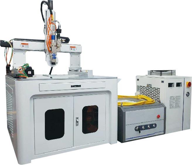 正鉑四軸連續光纖雷射焊接設備。圖/周榮發