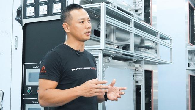 熱愛運動的偉勝儀器工業總經理陳玟翰體恤員工辛勞,斥資建構器材完善、媲美五星級健身房讓員工運動、紓壓。圖/偉勝提供