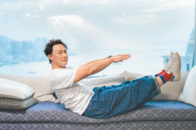 陳奕迅日前在香港透過視訊方式接受媒體訪問。(環球音樂提供)