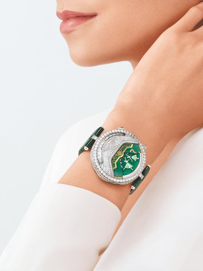 梵克雅寶在台發表Lady Arpels Ballerine Musicale腕表,猶如在腕表上演芭蕾舞劇,祖母綠款主題音樂是佛瑞的《佩利亞斯與梅麗桑德》,1390萬元。(Van Cleef & Arpels提供)