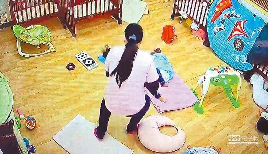 台北市內湖區「我們的托嬰中心」廖姓保母,去年4月為哄睡11個月大男嬰「叡叡」,以身體壓制19分鐘,導致窒息死亡。(李文正翻攝)