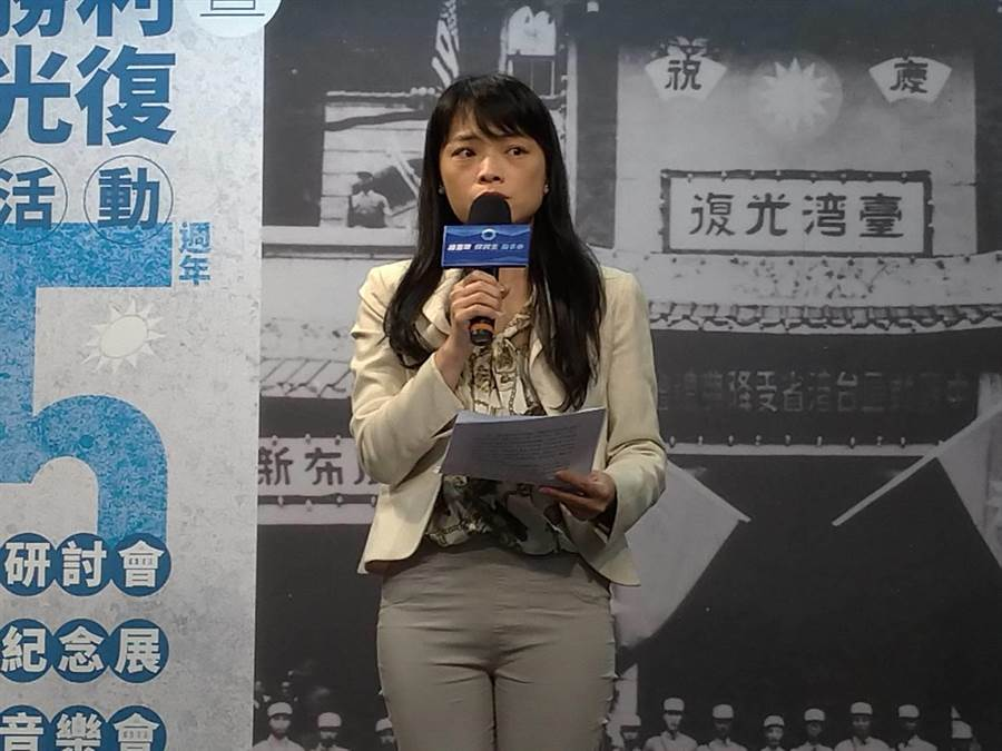盧宸緯說明「台灣光復75週年研討會」。(黃福其攝)