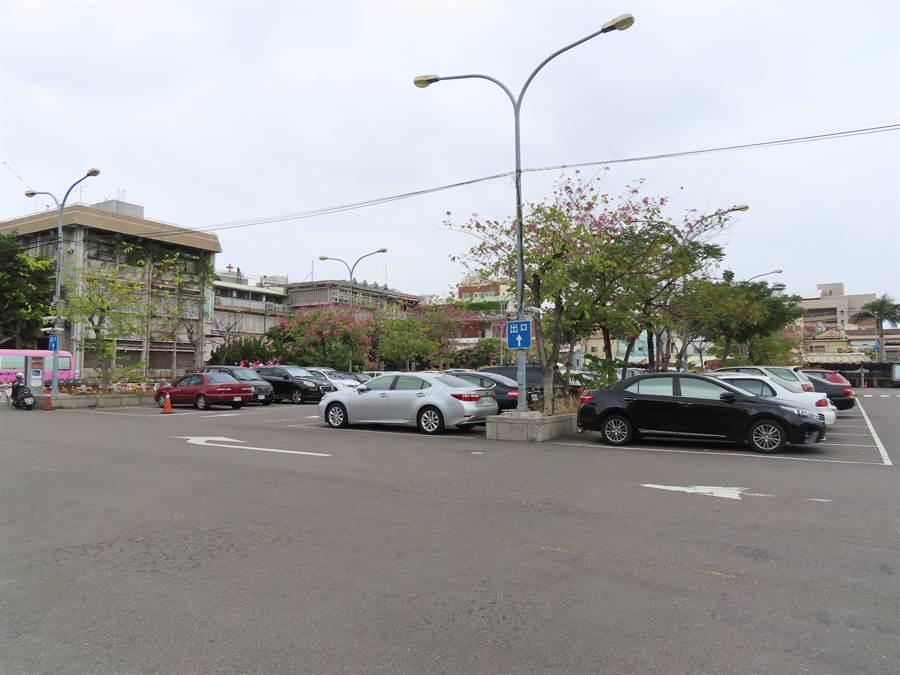 彰化市成功停車場是要招商,開發百貨影城。(吳敏菁攝)