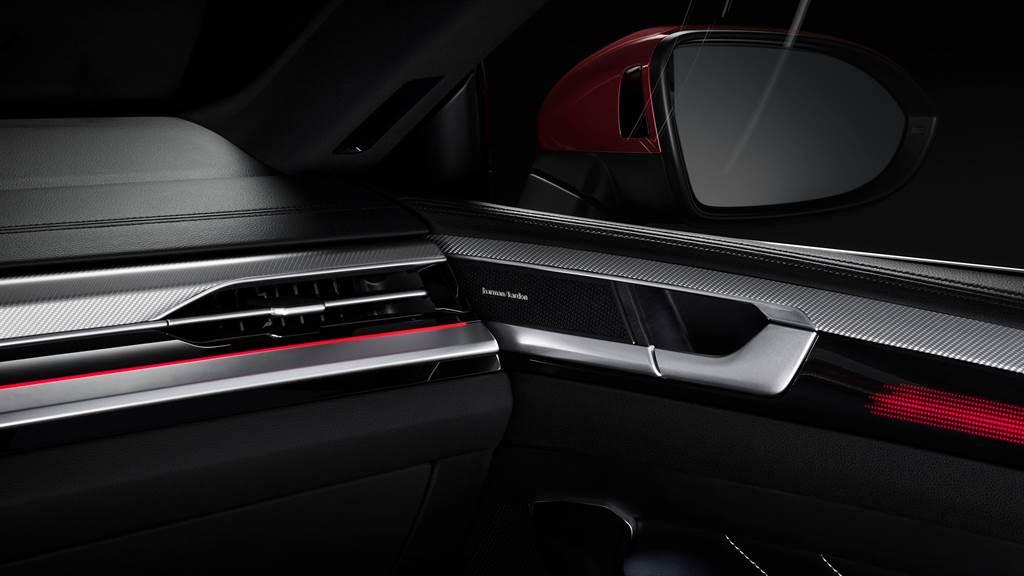頂級Harman Kardon環繞音響系統,帶給乘員豪華的車內音樂饗宴。