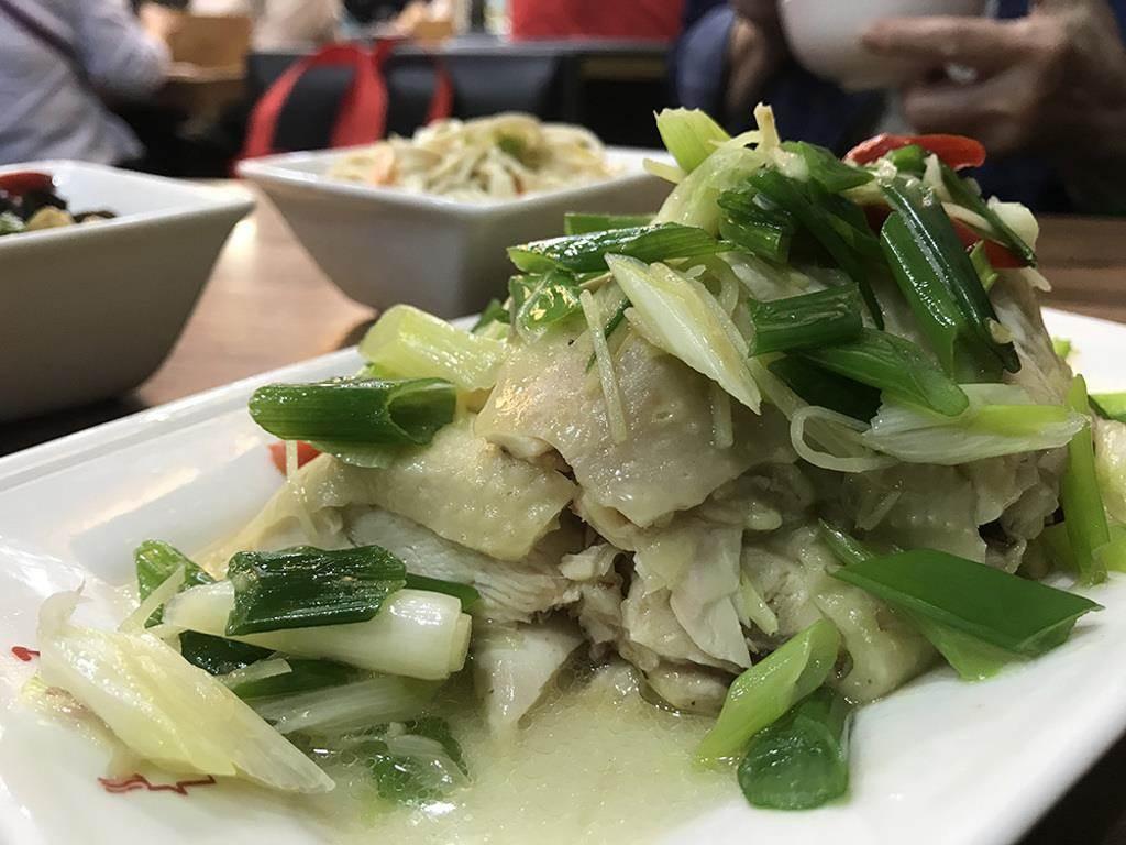 ◆ 「𦵇油雞」是必點小菜之一 (圖片來源:觸mii編輯部)