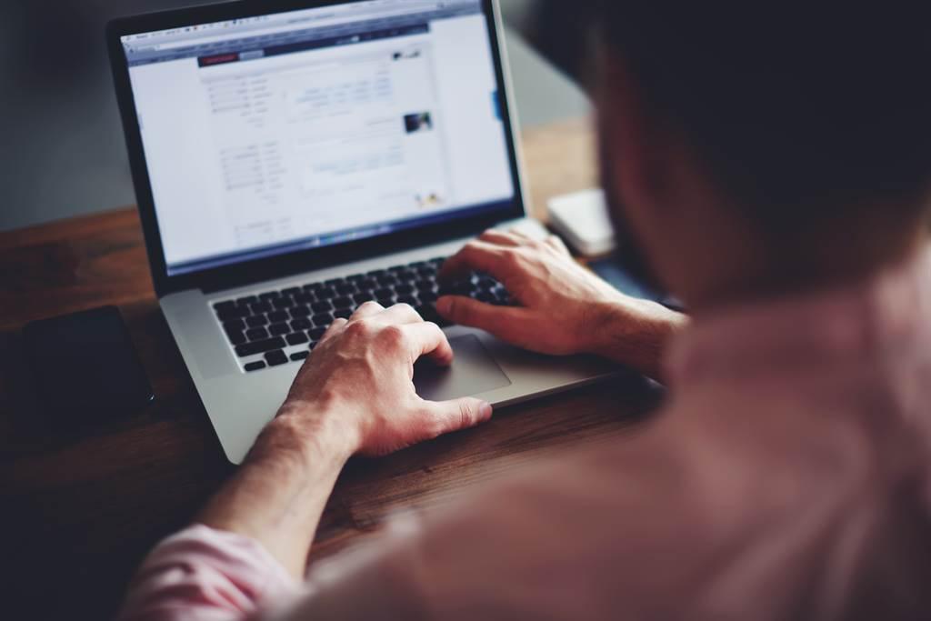 竹科竹管在離職日當晚惡意將公司電腦格式化,遭判刑6月。(示意圖/達志影像/Shutterstock提供)
