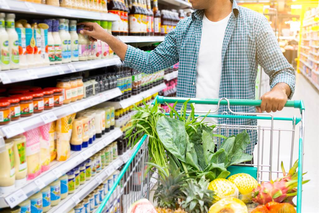 一名男子被妻子發現凡是去一次超市,便吃一顆威爾鋼,返家卻兩手空空,令她懷疑和其他女子有染。(圖/示意圖,達志影像)