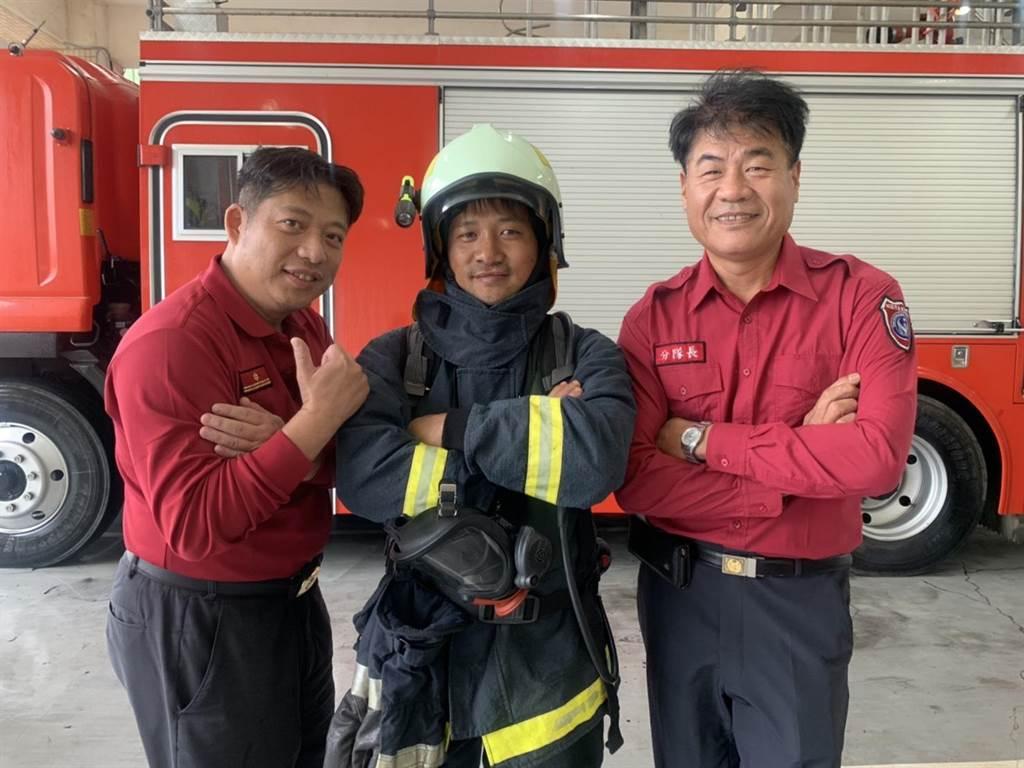 桃園市 ▲楊渭賢是泰北孤軍的後裔,14年前來到台灣就讀高中,做過粗工、餐廳服務生及農夫等工作,對於消防工作相當崇拜,今年正式成為竹圍義消分隊的一員。(姜霏攝)