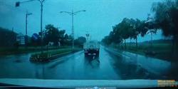滂沱大雨中遭撞飛 老翁掉落水溝搶救不治
