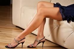 女因腳太大被甩!她怒發長腿照 邪惡視角曝光網暴動