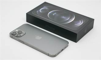 [開箱]iPhone 12石墨色 萬年不敗經典色展現低調華麗
