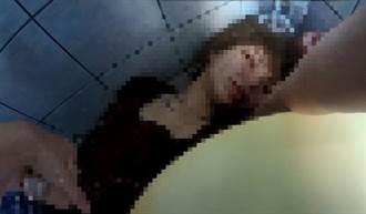妙齡女酒醉橫躺公廁嚇壞警衛  警護送返家寫紙條暖心提醒