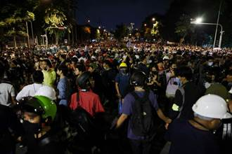 抗議活動激增 泰國政府撤回曼谷緊急狀態