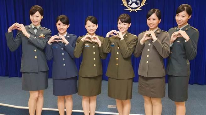 國防部長嚴德發坦承女性志願役戰力強過軍事訓練役,綠委建議納入教召。(本報資料庫)