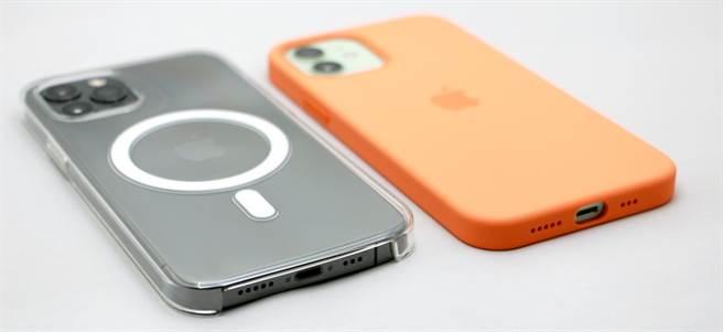 MagSafe透明保護殼以及MagSafe矽膠保護殼底部設計不一樣。(黃慧雯攝)