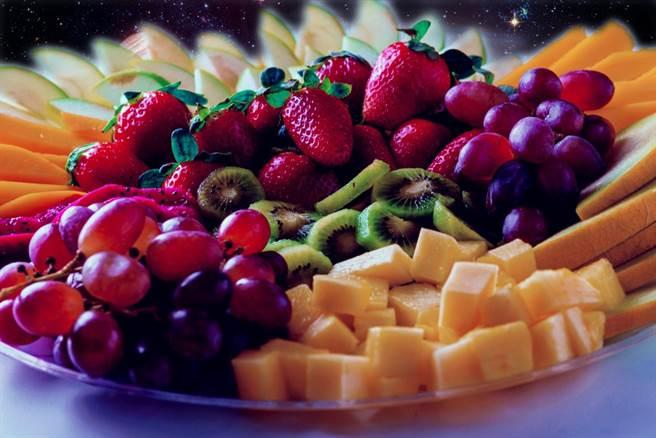 酒店提供水果盤有特殊原因?專家曝背後玄機。(示意圖/達志影像)