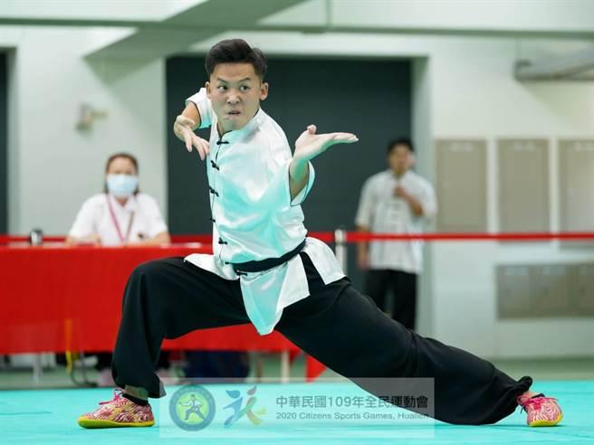 林廷翰代表台南參加國術南拳,如願獲得金牌。(體育處提供/李宜杰台南傳真)