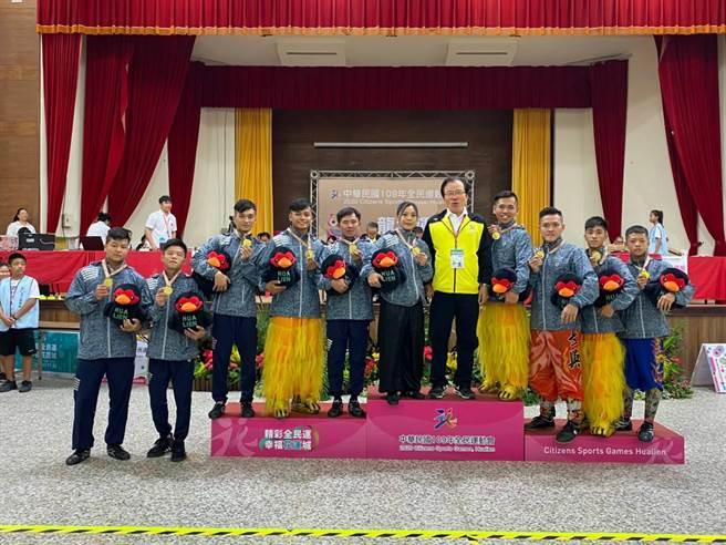 長興呂師父呂美吉所組成的龍獅運動代表隊,奪下3面金牌。(基隆市政府提供/陳彩玲基隆傳真)