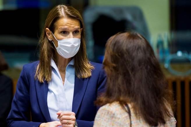 比利時副總理兼外長威爾梅斯女士(Sophie Wilmes),在確診新冠肺炎3天後,21日晚間被送入加護病房治療。(路透)