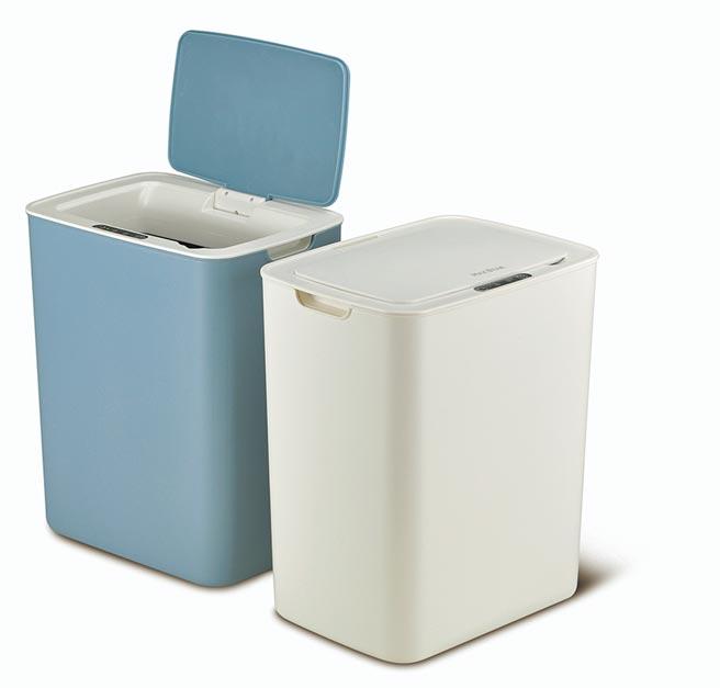 太星電工新推出防疫產品,感應式自動掀蓋垃圾桶。圖/太星電工提供