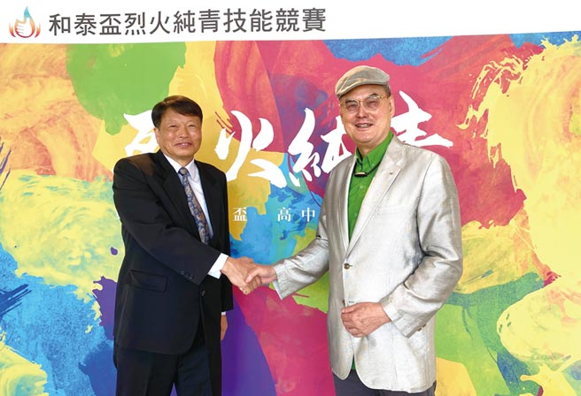 大全彩藝董事長黃志誠(左)、和泰大金空調董事長蘇一仲(右)邀請汽車修護、餐飲烹飪及冷凍空調相關科系高中職學生報名參賽。圖/業者提供