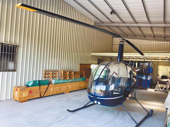 廖姓台商的工廠空地畫設停機坪,白色倉庫內,則停放直升機。(民眾提供/廖志晃南投傳真)