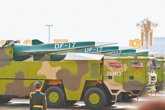 陸2019年十一閱兵展示東風-17飛彈方隊。(新華社資料照片)