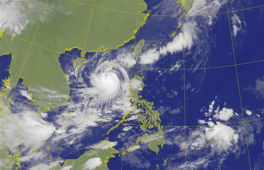 明(23)仍受颱風外圍環流影響,東北半部稍涼,有零星降雨,但整個周末是多雲時晴好天氣。(氣象局)