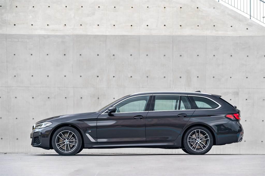 520i Touring M Sport首發版售價295萬元。