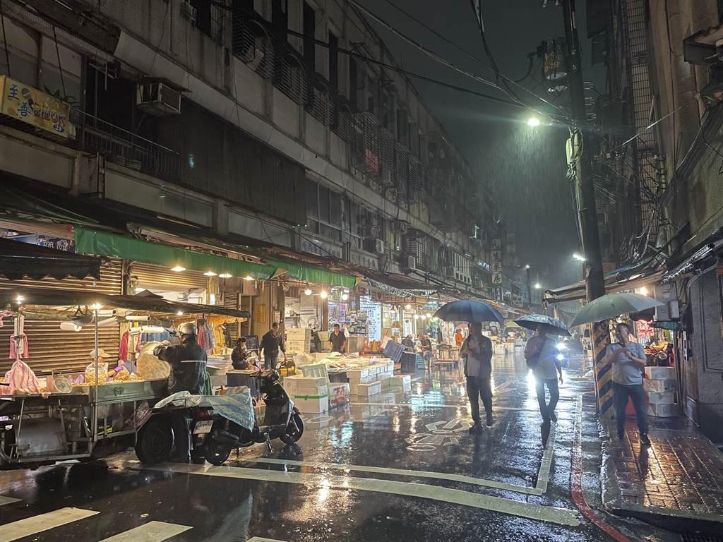 攝影師施信鋒利用iPhone 12 Pro所拍的夜景照片,他指出這張照片有媲美單眼相機大光圈的純淨畫面。(Anfernee Shih提供/黃慧雯台北傳真)