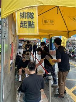 iPhone12發售首日 燦坤門市湧入排隊人潮