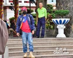 挺中天 韓粉穿「鋼鐵韓」飛行夾克、戴韓國瑜競選小物到場