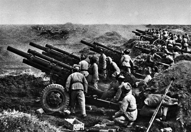 韓戰爆發後,毛澤東發動抗美援朝戰爭,把原來打算攻打台灣的資源全用到朝鮮半島戰場上打美軍。美國也因此派出艦隊巡弋台海,完全阻斷毛的統一計劃。(圖/公開檔案)