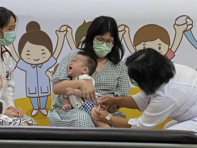 北市聯醫12院外門診24日起,周六上午加開嬰幼兒疫苗施打。(本報社資料照片)