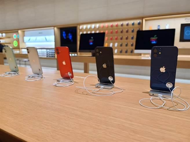 iPhone 12全系列新色。(石欣蒨攝)