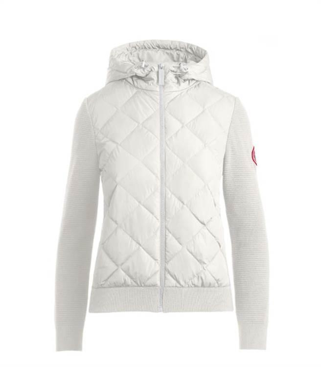 Canada Goose白色針織連帽羽絨外套,2萬7800元。(Canada Goose提供)