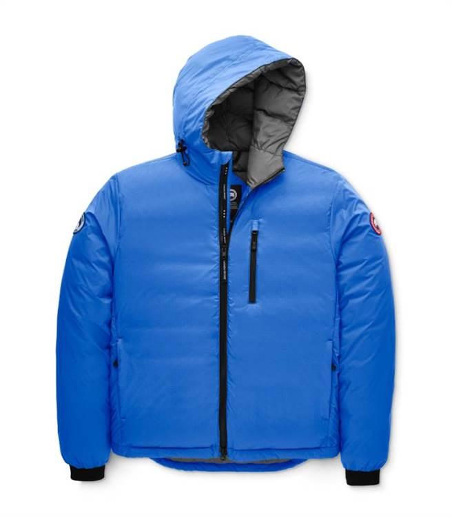 Canada Goose 天空藍色短版羽絨外套,2萬2800元。(Canada Goose提供)