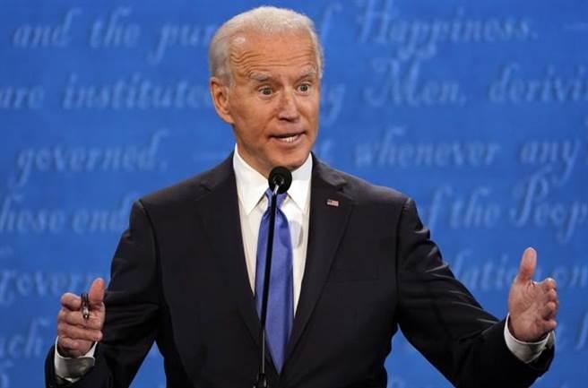 美國民主黨總統候人拜登在22日的選前最後一次辯論中,以53%輾壓川普39%。(美聯社)