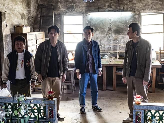 納豆(左起)、鄭人碩、施名帥、劉冠廷4人在片中演出愛互嗆的老同學。(甲上提供)