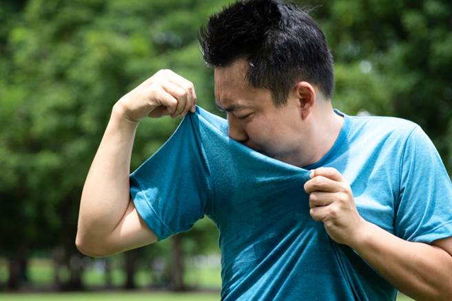 20多歲男學生身上突飄「詭異尿味」 檢查後醫嘆:要洗腎了