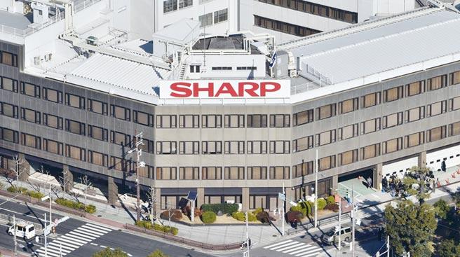 近年來,台資企業頻頻向日資出手,2016年鴻海集團收購夏普66%股權。圖/美聯社