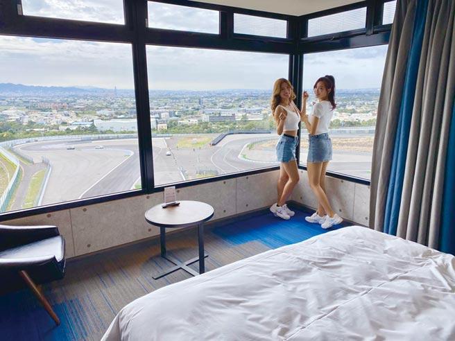 台中麗寶賽車主題旅店試營運以來,成為網美的熱門打卡景點。圖/曾麗芳
