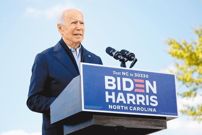 美國大選進入倒數階段,美國民主黨總統候選人拜登為爭取亞裔選票,22日投書北美中文媒體《世界日報》,表示美國是太平洋強國,將深化與台灣的關係。(路透)
