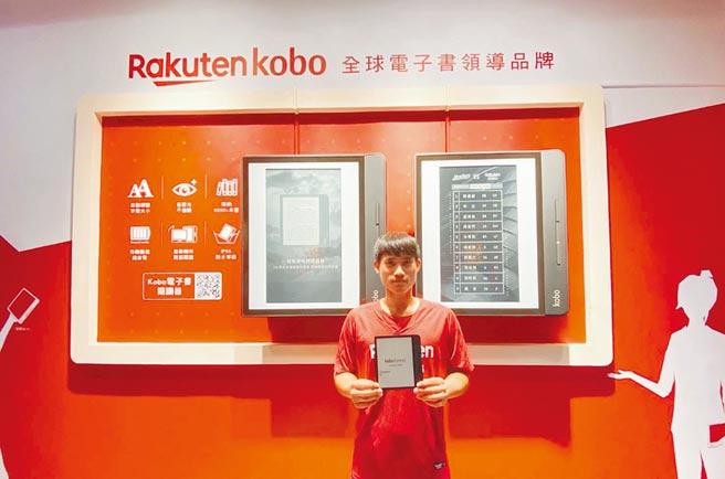 樂天Kobo電子書在桃園球場打造全球最大電子紙看板,給球迷與書迷更多視覺體驗。(圖/樂天Kobo,本報資料照片)
